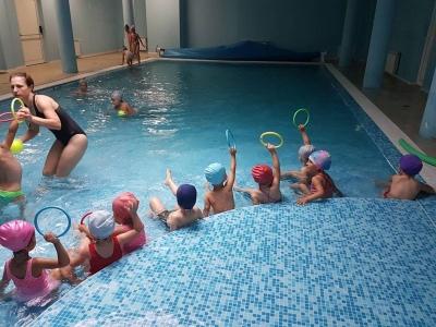 Плувам и се забавлявам-проект, спечелен от детска градина 25 Изворче в Банкя